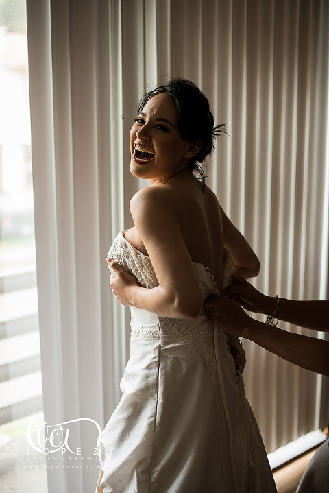 bride getting ready funny picture makeup wedding getting ready mexico destination photographer weddings mexican make up artist