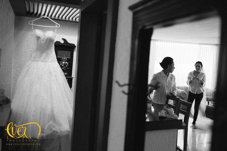 bride getting ready destination wedding photographer