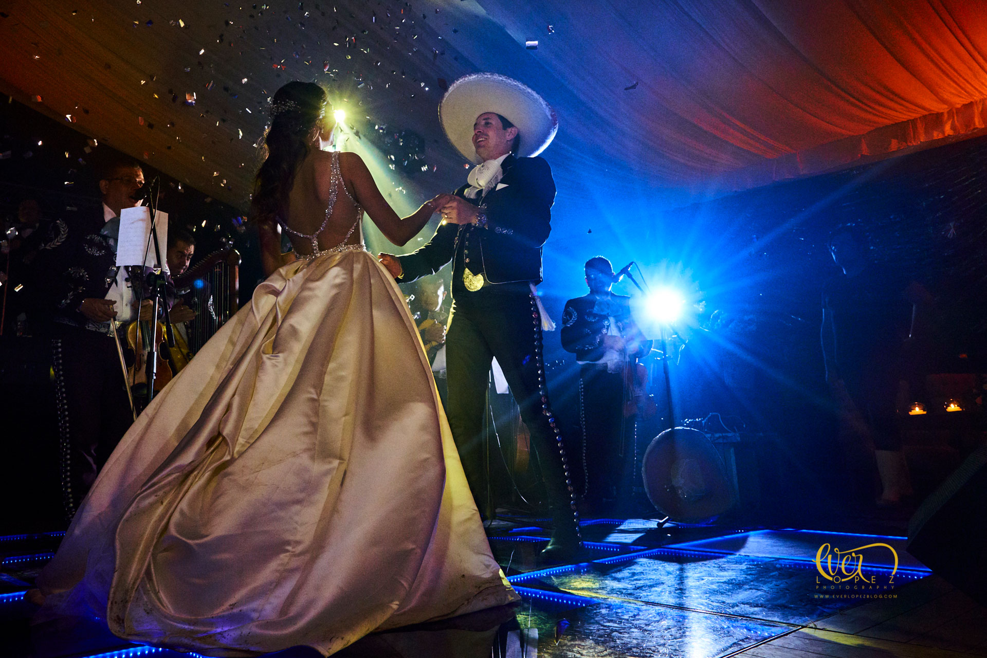 Wedding ceremony in Mexico, picture by Ever Lopez destination wedding photographer
